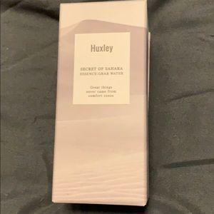 Huxley Grab Water